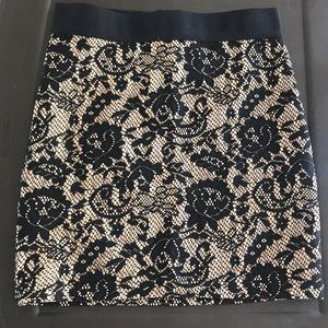 H&M XS Short Floral-Lace Form-Fitting Skirt